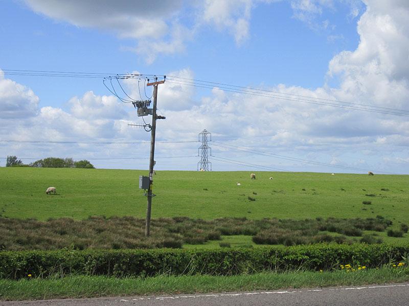 electricity pilons UFO